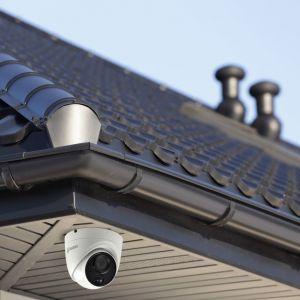 CCTV Systems: Swann DVR 5580 8 Channel 4K UltraHD Recorder 2TB Dome Bullet CCTV Flashlight Kit